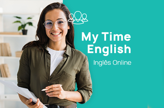 Aluna do Curso de Inglês 100% online My Time English sorrindo.